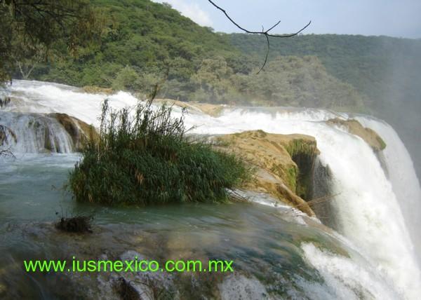San Luis Potosí, México. Aqusmón, Cascada de Tamul, desde la parte superior.
