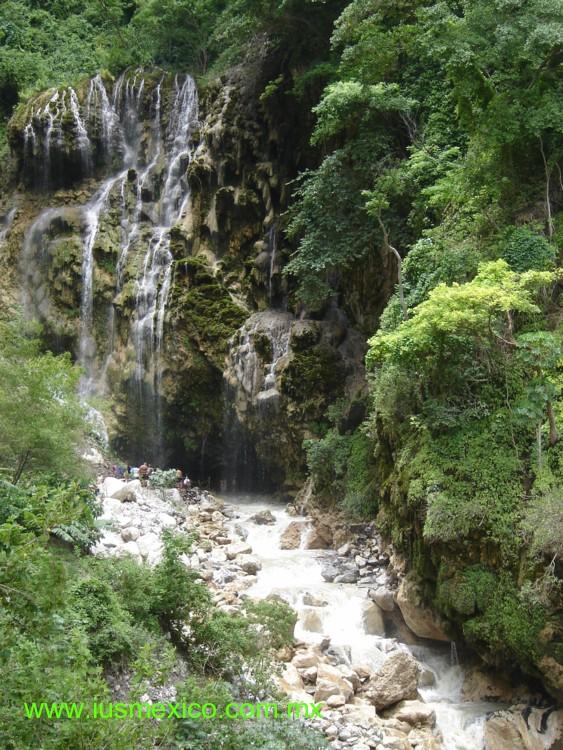 Estado de Hidalgo, México. Ixmiquilpan; Grutas de Tolantongo.